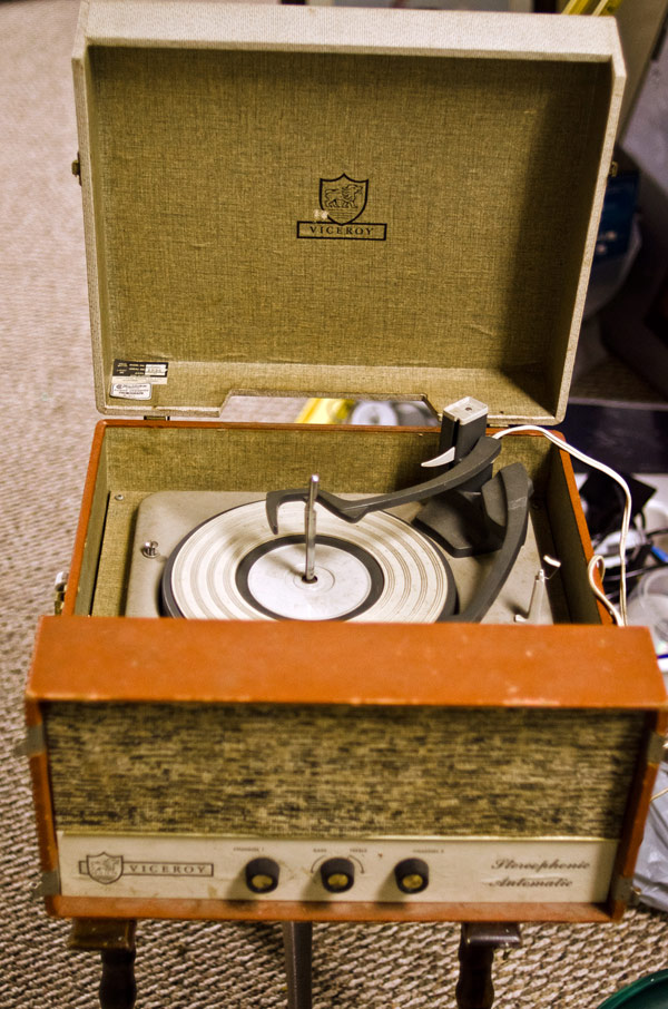 vintage record player viceroy