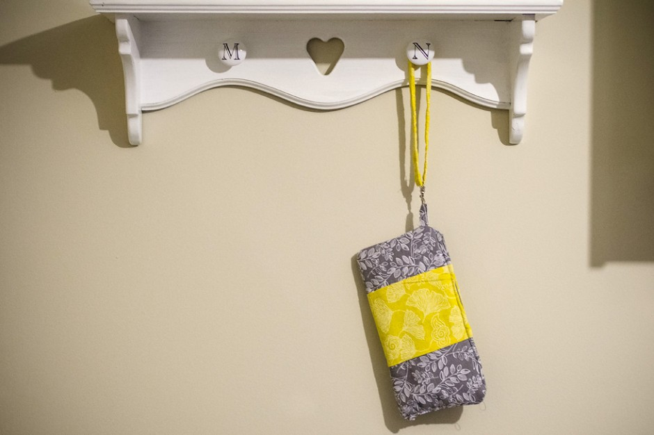 DIY clutch purse yellow grey - back