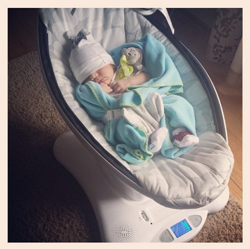 baby in 4moms MamaRoo bouncer