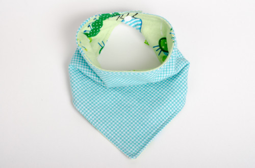 Reversible bandana bib with bugs!